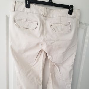 American Eagle Outfitters Jeans - Creme American Eagle Capris